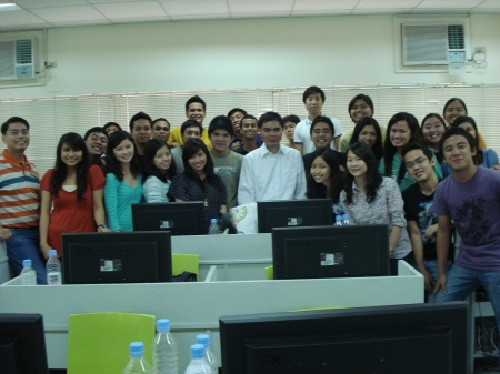 group picture of DLSU students, their professor, and Julius
