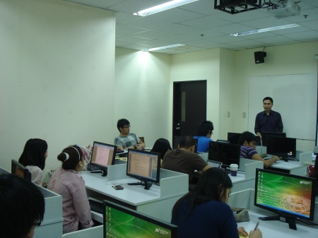 DLSU students and Julius in the web accessibility workshop